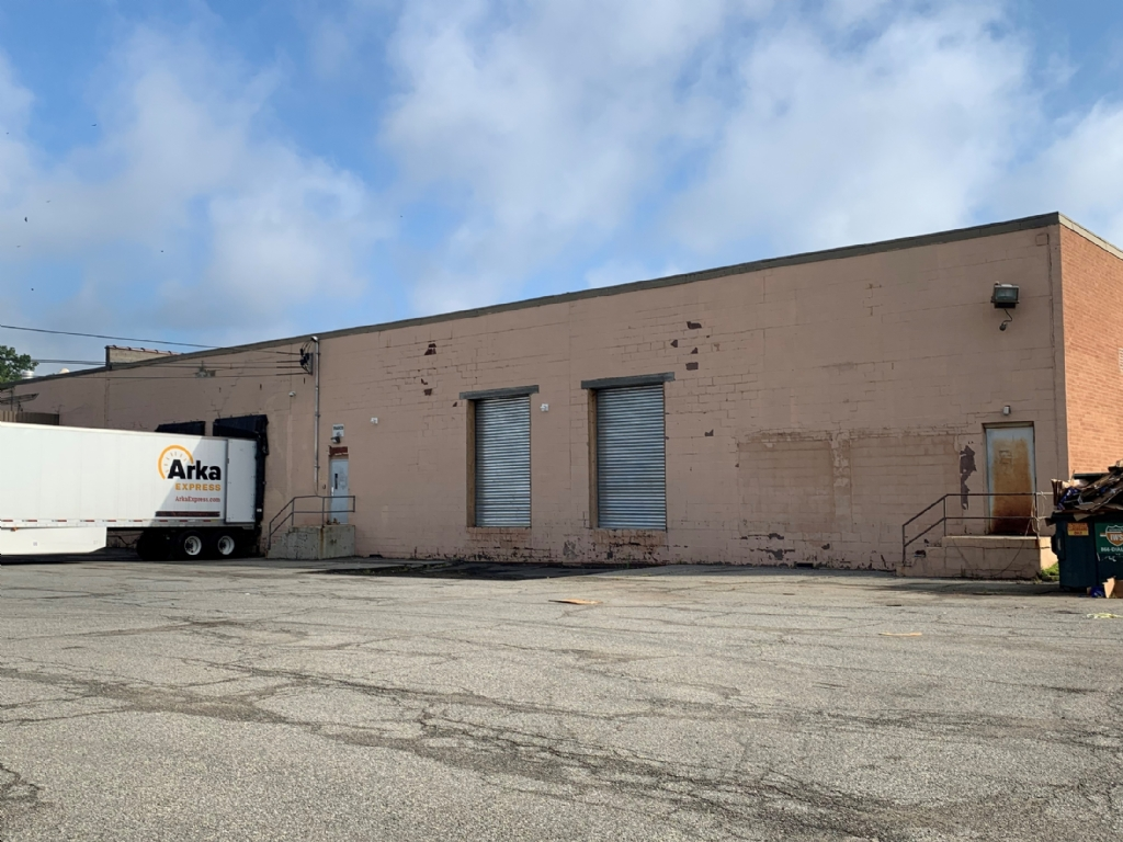Available: 40,250 SF