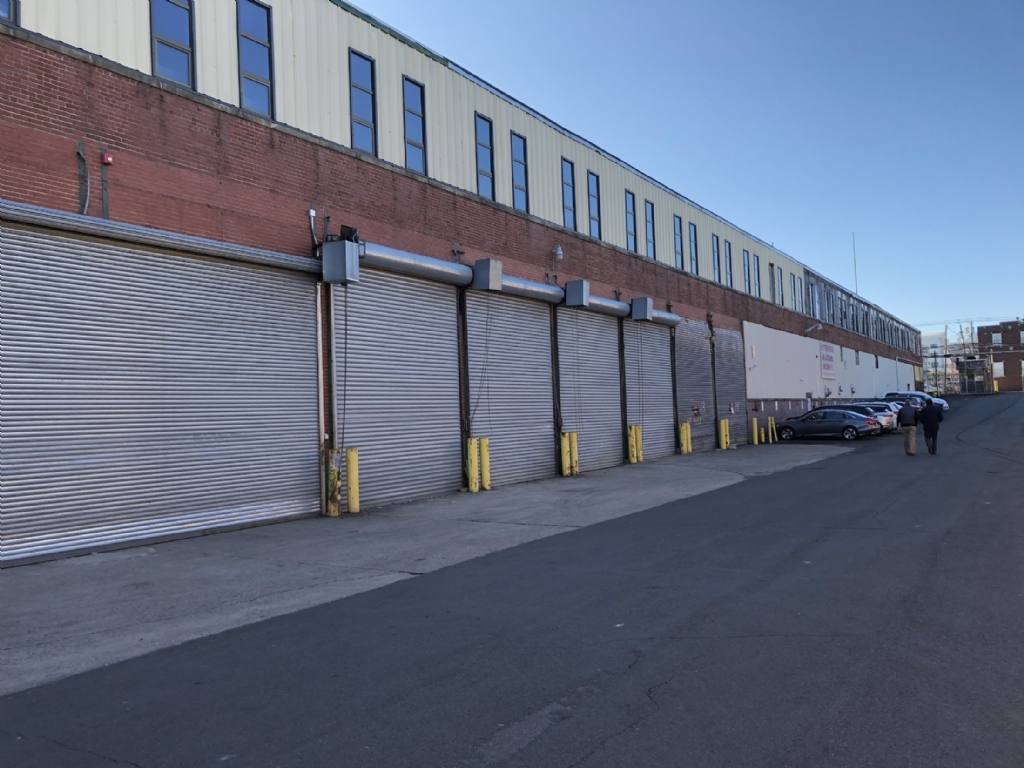 Available: 366,000 SF